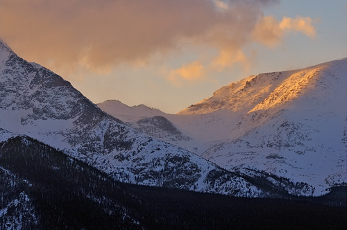 sunset mist mountain snow mountains misty clouds landscape rockies nikon colorado glow searchthebest nps snowy peak alpine co rmnp range mummies 2009 rockymountainnationalpark alpenglow d300 mummyrange clff