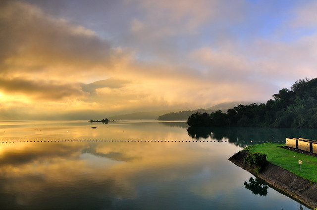 Sun Moon Lake出水口晨曦