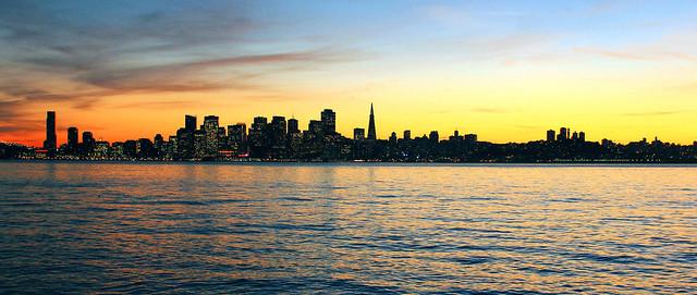 El atardecer empieza a perfilar la ciudad y empiezan a iluminarse los edificios, sin duda un color precioso Treasure Island, el tesoro mejor guardado de San Francisco - 10221039756 25d49e2b4a z - Treasure Island, el tesoro mejor guardado de San Francisco