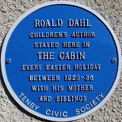 Photo of Roald Dahl blue plaque