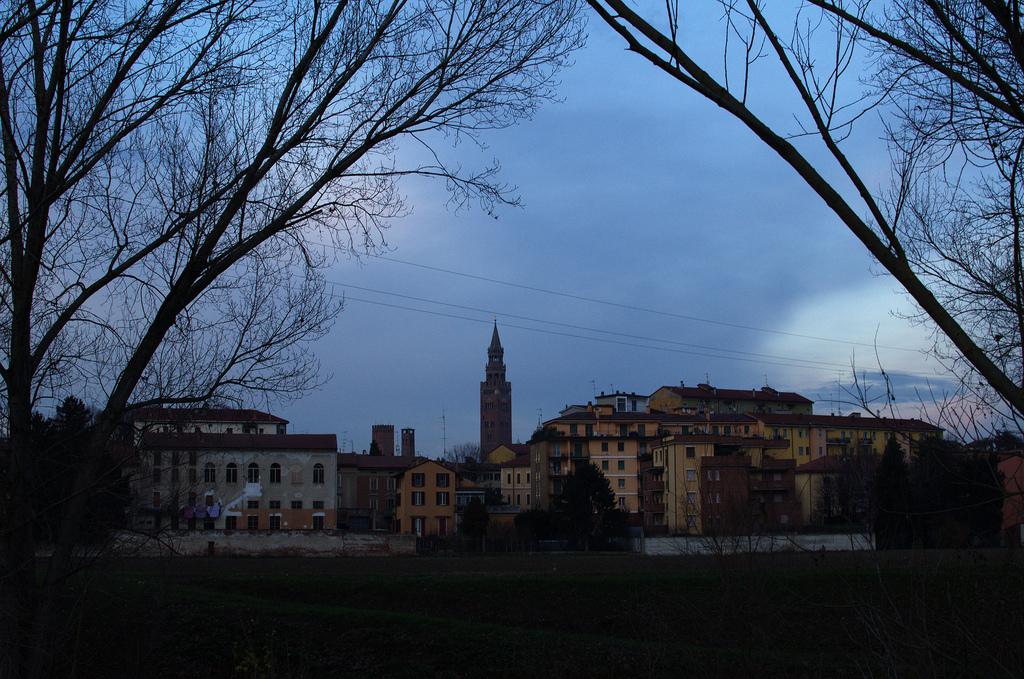 6. Postal de Cremona, ciudad junto al Po. Autor, Nichollas Lord Gordon