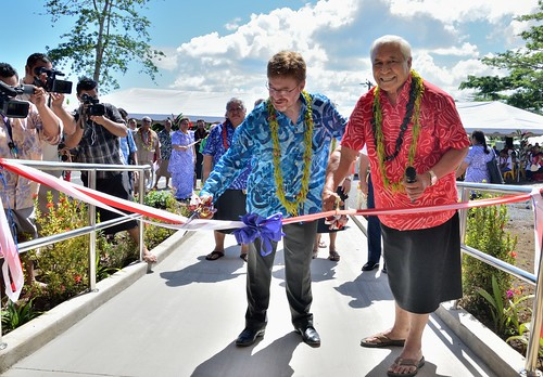 Cutting the ribbon with Health Minister Tuitama Leao Tuitama.