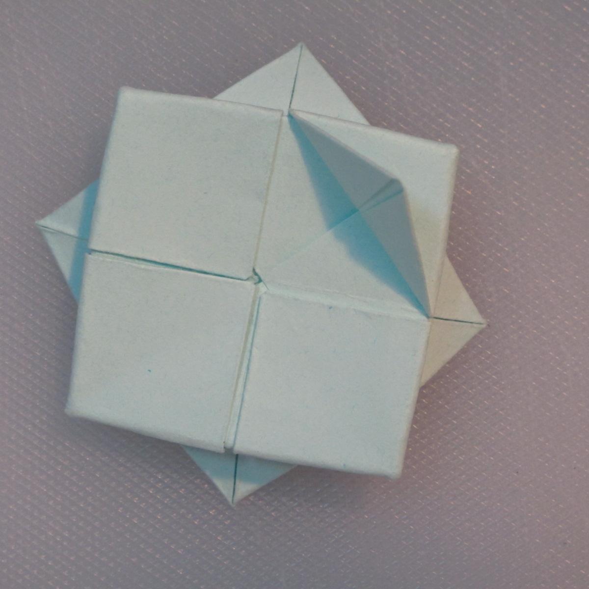 วิธีการพับกระดาษเป็นรูปโบว์ติดกล่องของขวัญ 010