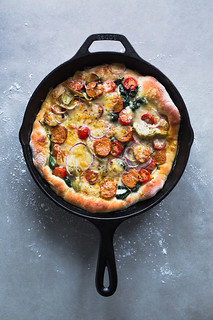 3-minutes cast iron skillet pizza