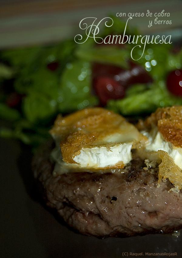 Hamburguesa de vaca con queso de cabra y berros