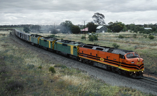 CLP14, GM37, GM38 and CLF2 departing Ootha, 30th October, 2000.