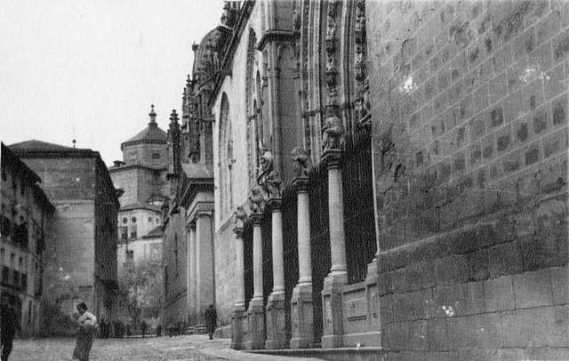 Puerta de los Leones en 1935. Fotografía Josep Gaspar i Serra © Arxiu Nacional de Catalunya. Signatura ANC1-23-N-1562