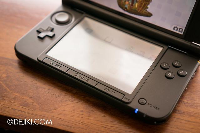 Nintendo 3DS XL - open 2