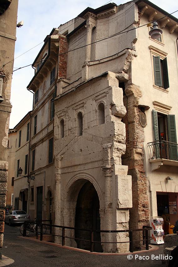 Porta Leoni. © Paco Bellido, 2006