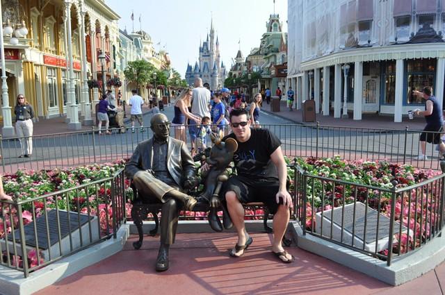 parques de atracciones de Estados Unidos: Sentado con el Sr. Walt Disney y Mickey en Magic Kingdom de Orlando parques de atracciones de estados unidos - 9472356669 5c1b64db83 z - Los mejores parques de atracciones de Estados Unidos