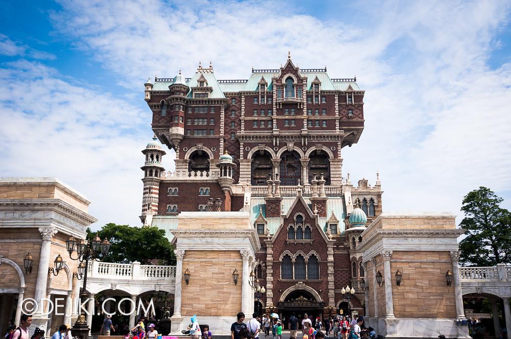 Tokyo DisneySea - Tower of Terror / clear skies