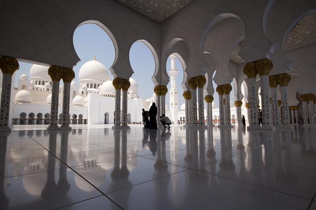 abu dhabi grand mosque courtyard