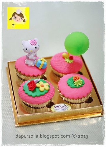 Hello Kitty Cupcake Set for Ara