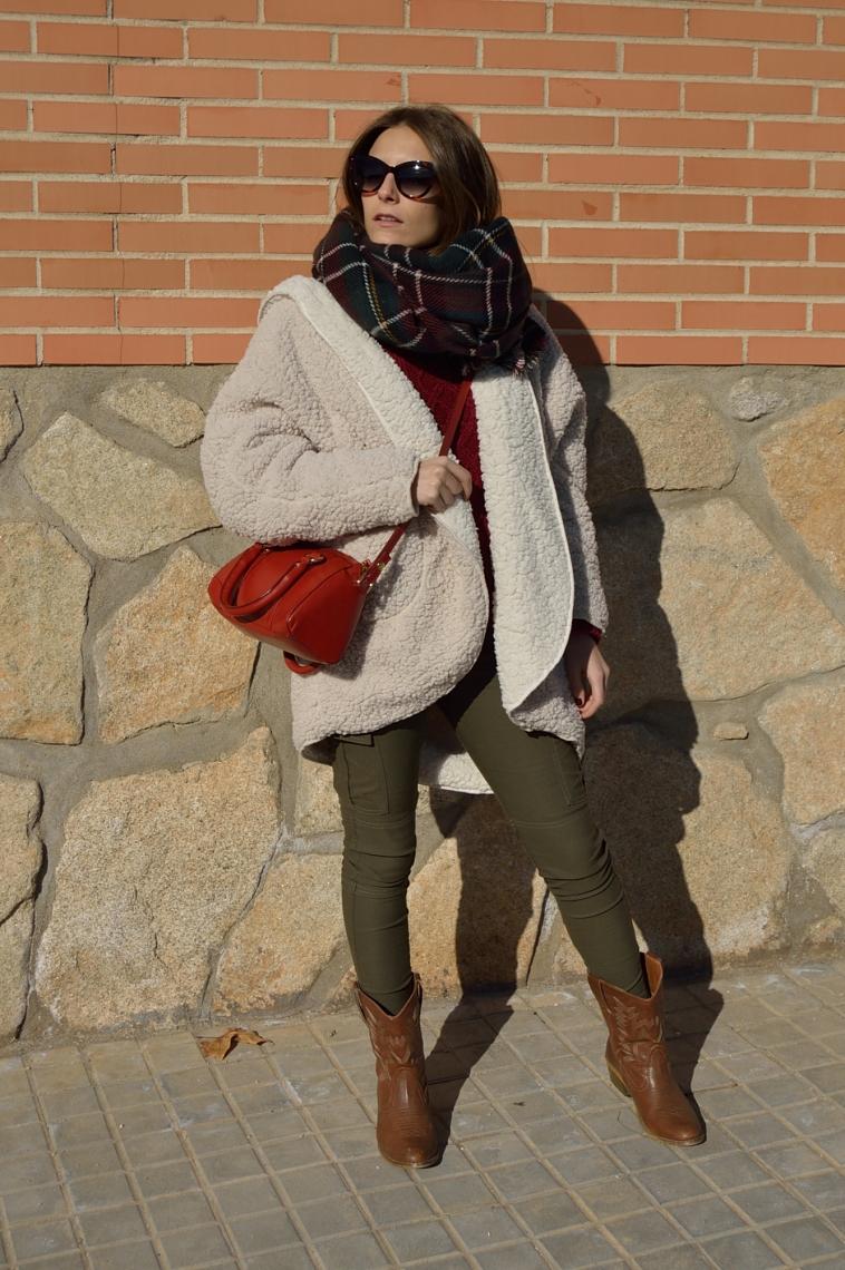 lara-vazquez-madlula-blog-fashion-chic-comfy-christmas-season-look-cowboy-boots