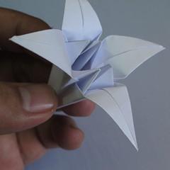 วิธีพับกระดาษเป็นรูปดอกลิลลี่ 022