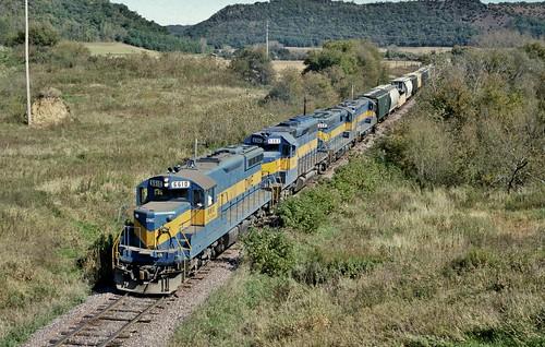 railroad minnesota train fallcolor stockton freight dme 6610 emd sd9