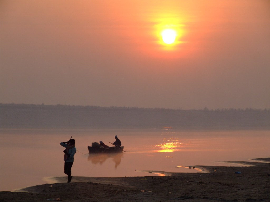 10. Estampa del Ganges al amanecer. Autor, On the go Tours