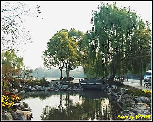杭州 西湖 (其他景點) - 310 (在西湖十景之 花港觀魚看蘇堤的結束點 左面是蘇堤 右面是南山路)