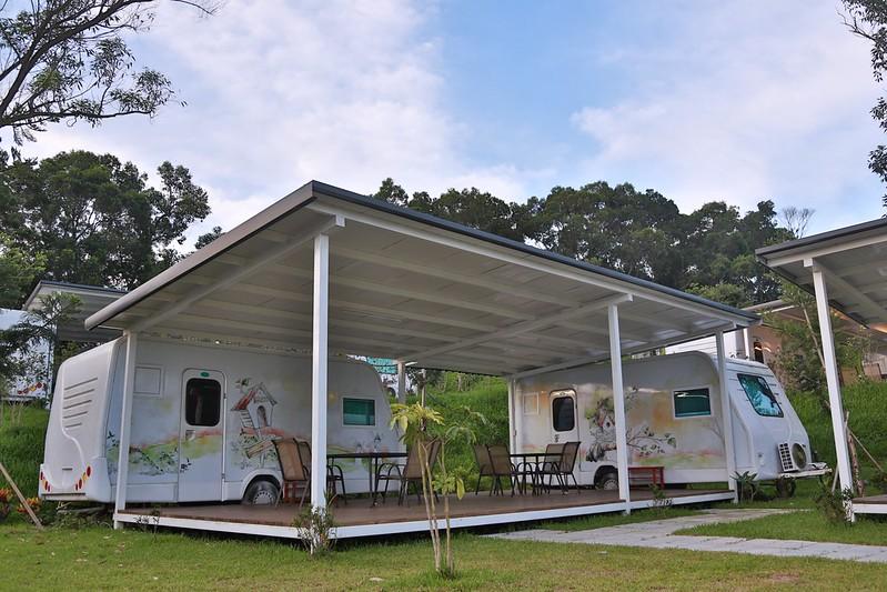 露營車和戶外座椅區