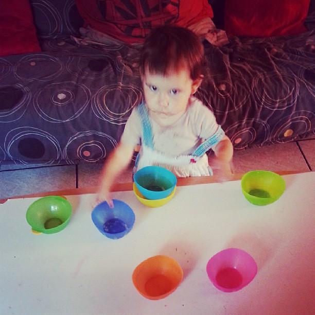 Néné s'amuse avec des bols ^^ #blog #blogueuse #ourlittlefamily #france