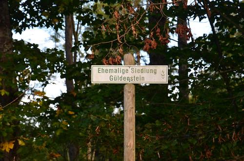 Ein Schild mit der ehemaligen Siedlung Güldenstein