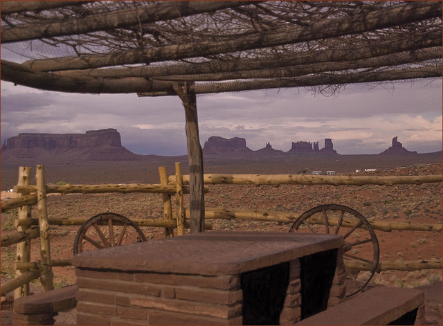 view of monument valley ut from gouldings lodge az 201. Black Bedroom Furniture Sets. Home Design Ideas