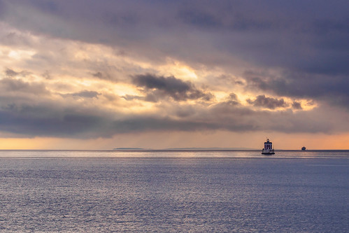 ocean new sunset lighthouse london clouds cloudy connecticut january olympus ledge crepuscular groton 2014 45mmf18 epm2