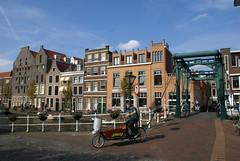 Bakfiets bij de Kerkbrug in Leiden