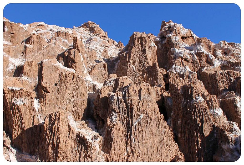 valle de la luna atacama desert salt cave rocks