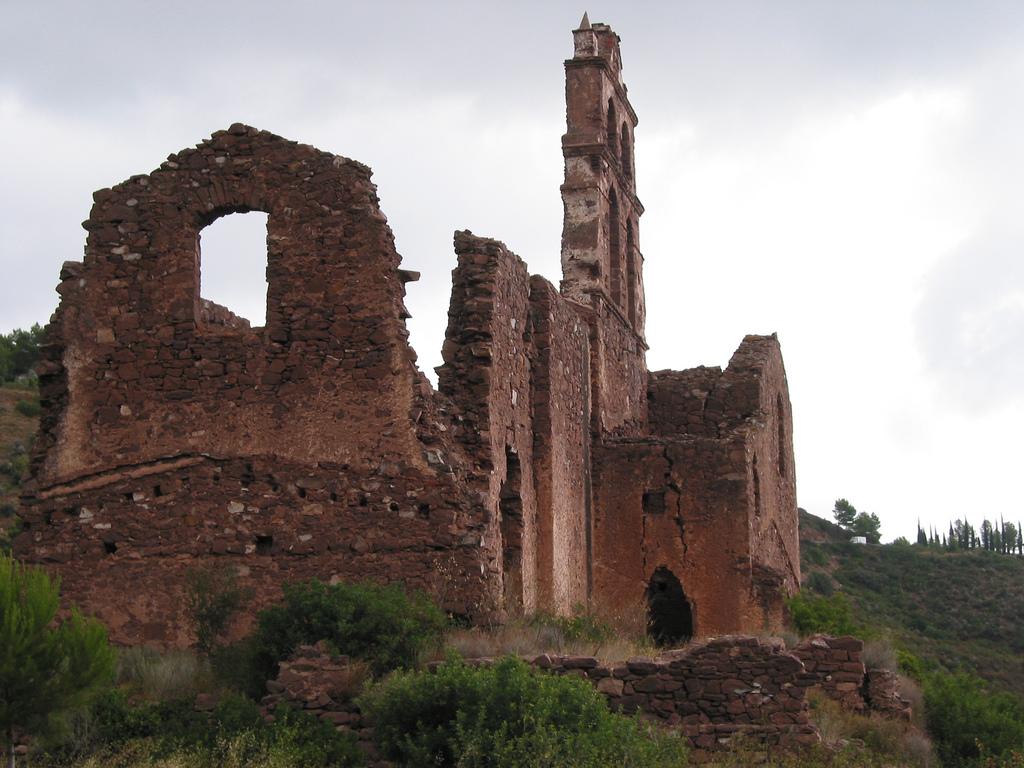 6. Monasterio en ruinas. Autor, Stefano