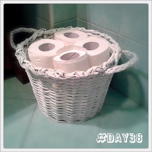 Pomeriggio di creatività e felicità!!!! Cestino interamente realizzato a mano con materiale di recupero!!!!! #100happydays #day38 #creativitá #creativitáagogo  #morgana209 #mrg209