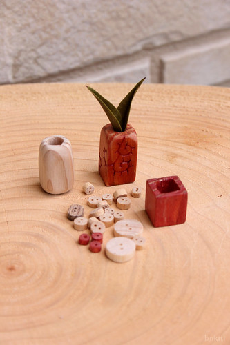 Vases, button and beads.