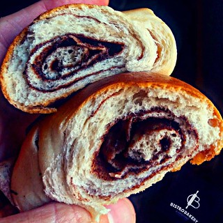 En @bistrobakery tenemos nuestros #Cachitos de #Chocolate con 30 horas  fermentación natural #slowbread #slowfood #cacaovenezolano te esperamos después de las 2.30pm@pochove   - #regrann