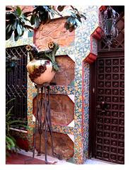 Foto de la puerta de entrada al interior de Casa Vicens