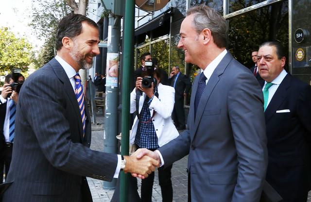 El President de la Generalitat, Alberto Fabra, acompaña a S.A.R. el Príncipe de Asturias en la reunión con una representación de la Asociación Valenciana de Empresarios (AVE). Valencia, 04/06/2013.