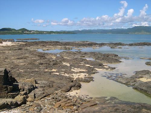 ごつごつ岩の浜3