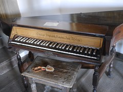 computer component(0.0), string instrument(0.0), electronic device(0.0), fortepiano(0.0), harmonium(0.0), electric piano(0.0), digital piano(0.0), player piano(0.0), string instrument(0.0), celesta(1.0), piano(1.0), musical keyboard(1.0), keyboard(1.0), spinet(1.0),