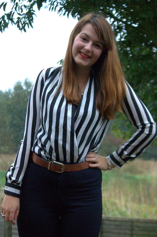 Striped blouse, high waisted jeans, flatforms, uk style blog