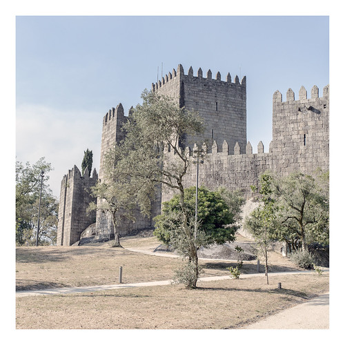 old city travel bridge trees vacation holiday david building tower castle history portugal nature stone wall architecture dave landscape ancient ruins europe fort towers ruin courtyard medieval historic unescoworldheritagesite unesco castelo historical fortification chateau warwick fortress castello vacations unescoworldheritage castillo braga battlement guimarães kracht guimarãis davidkracht flickrsync:bool=1 license:no=no