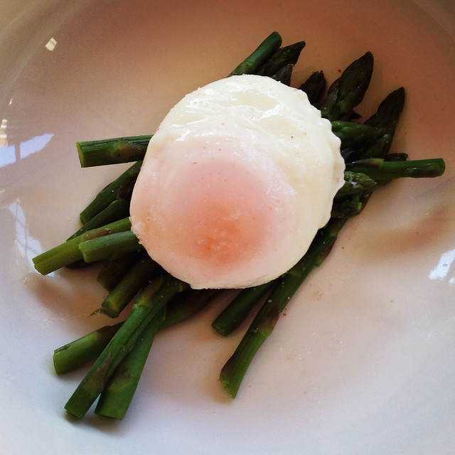 90 calorie breakfast poached egg and asparagus