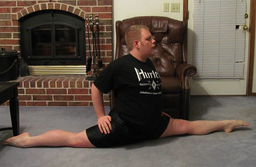 Early '14 stretching: Forward split