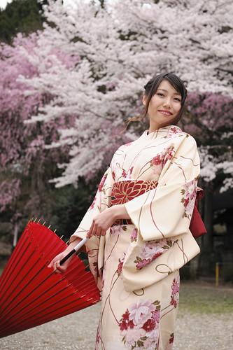 桜舞い髪靡く乙女