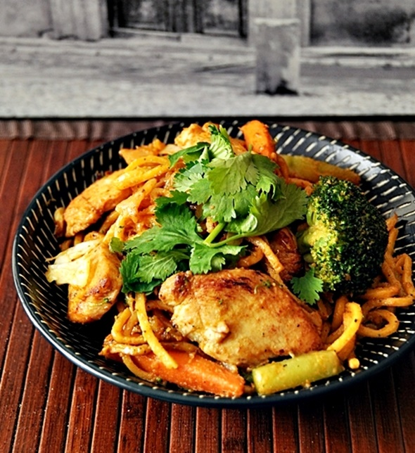 Chicken & Vegetables Satay Noodles | www.fussfreecooking.com