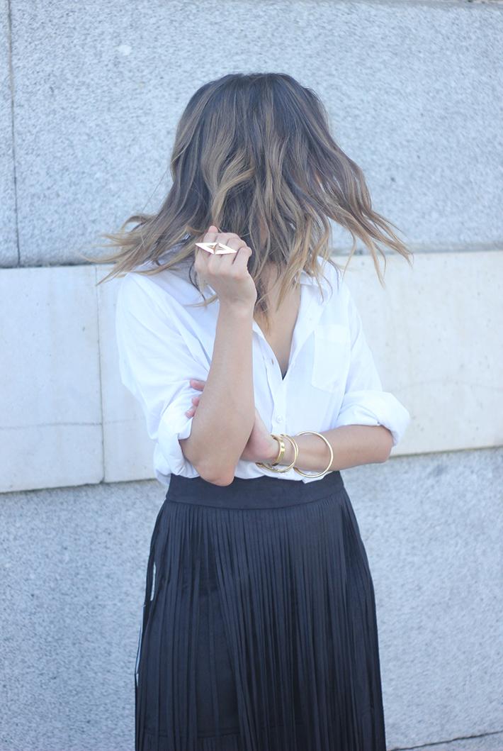 Fringed Black Skirt White Shirt Outfit Carolina Herrera Sandals10