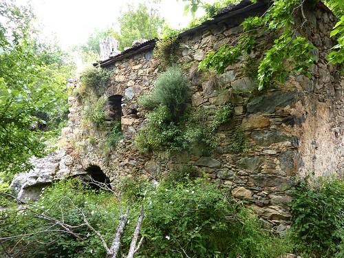 Boucle de la Tartagine : façade du moulin ruiné
