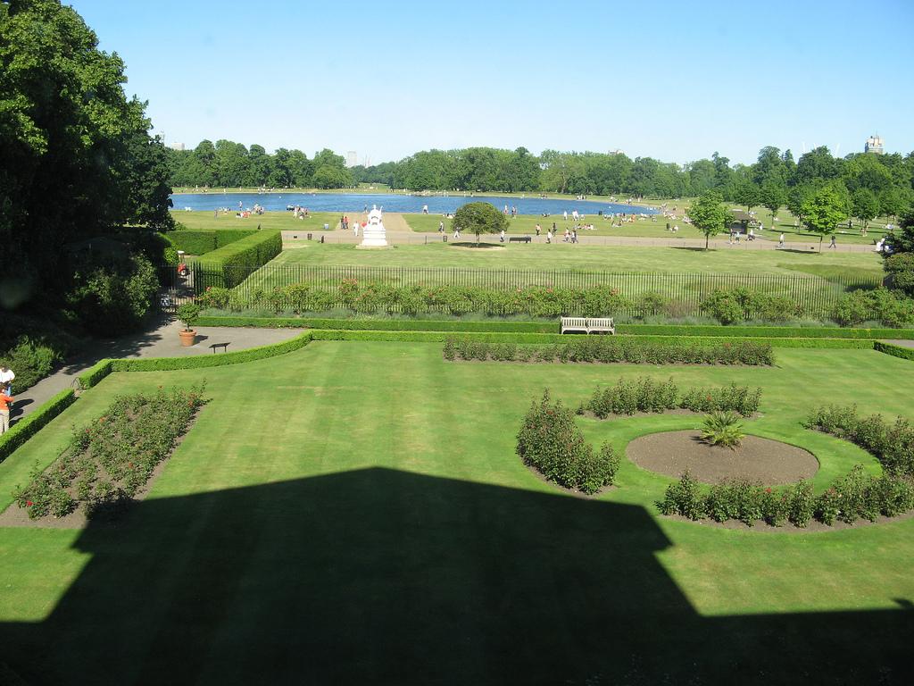 3. Los jardines de Kensington. Autor, YY