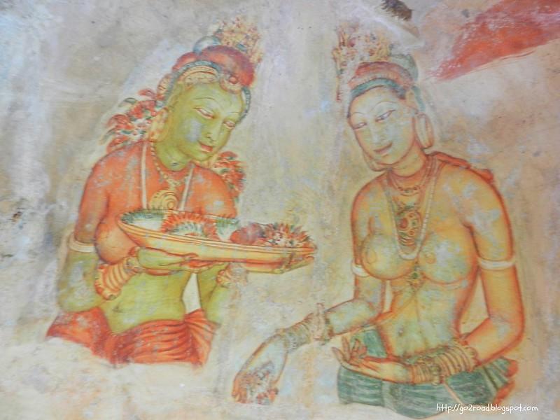 Говорят, фрески Сигирии писали с гарема Каспы