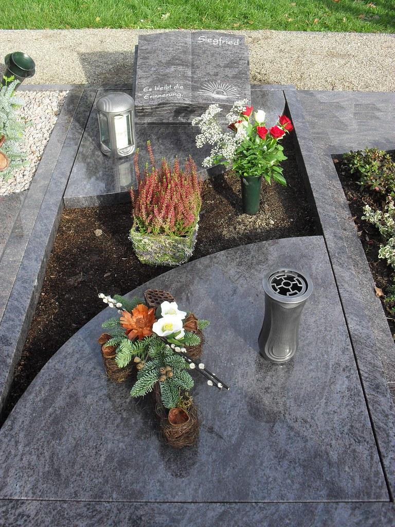 Urnengrab Mit Einer Teilabdeckung