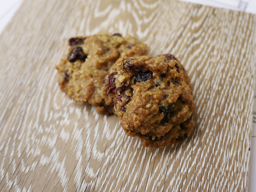 01-06_oatmeal raisin cookies