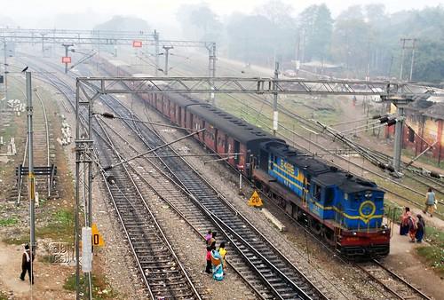 station diesel railway junction mg dual broad guage alco metre ner gonda mailani ydm4 izzatnagar
